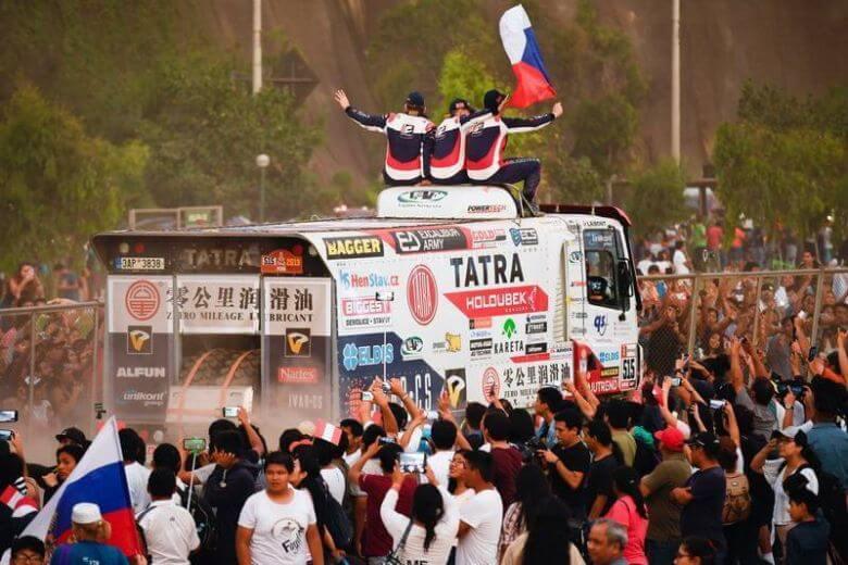 515 SOLTYS Martin (cze); SIKOLA Tomas (cze); SCHOVANEK David (cze); Tatra; Tatra Buggyra Racing; Truck; Camion; action fans Supporters Public Spectators during the Dakar 2019; Start Podium; Podium de Depart; Peru; Lima; on january 6 - Photo Eric Vargiolu © ASO/DPPI/E. Vargiolu