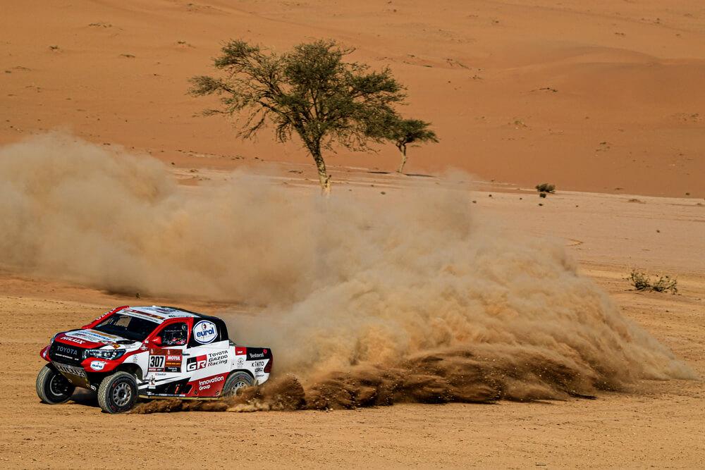 307 Ten Brinke Bernhard (nld), Colsoul Tom (bel), Toyota Hilux, Toyota Gazoo Racing, Auto, Car, action during Stage 7 of the Dakar 2020 between Riyadh and Wadi Al-Dawasir, 741 km - SS 546 km, in Saudi Arabia, on January 12, 2020 - Photo Eric Vargiolu / DPPI