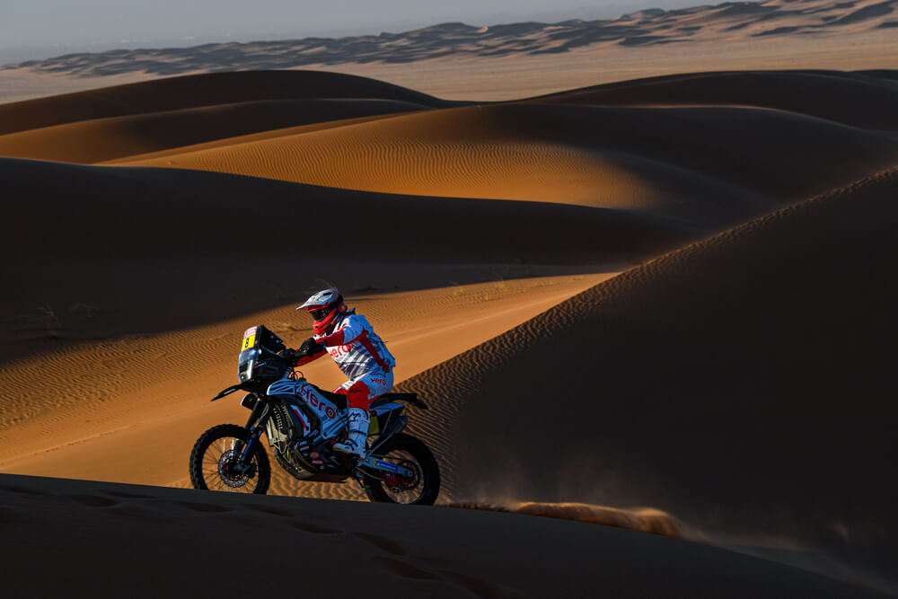 08 Goncalvez Paulo (prt), Hero, Hero Motosports Team Rally, Moto, Bike, Motul, action during Stage 7 of the Dakar 2020 between Riyadh and Wadi Al-Dawasir, 741 km - SS 546 km, in Saudi Arabia, on January 12, 2020 - Photo Eric Vargiolu / DPPI