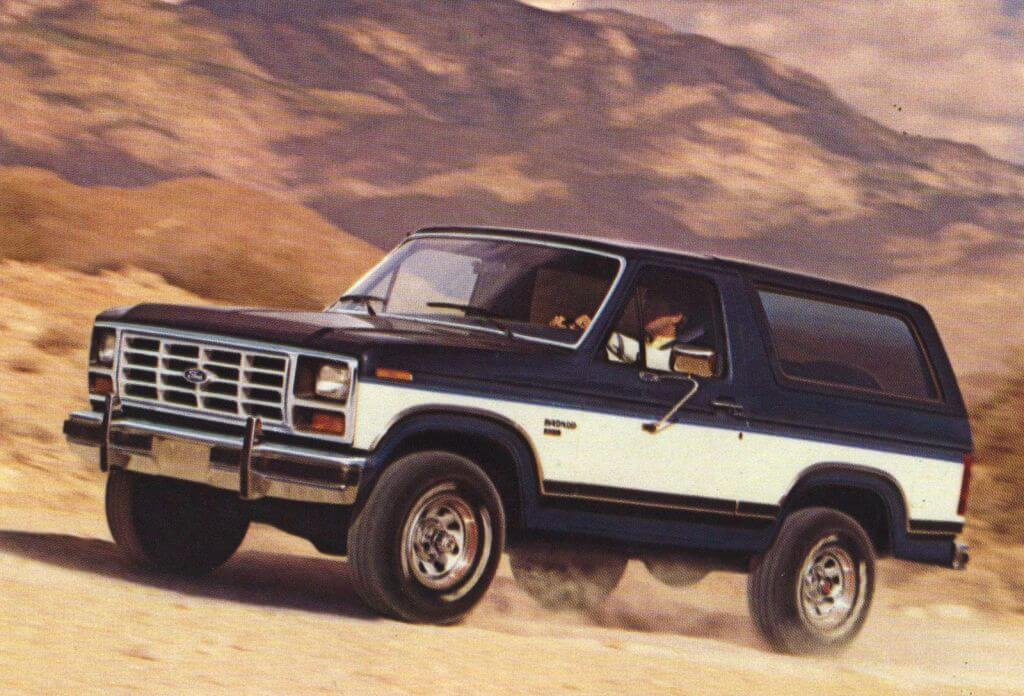 1980s-ford-bronco-offroading