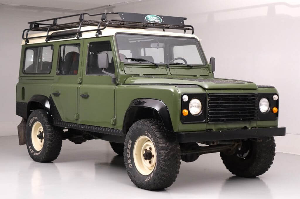 vintage_land_rover_defender_Classic_off_road