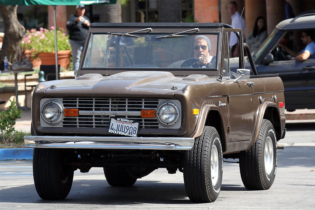 Jeremy_Piven_Ford_Bronco_Classic